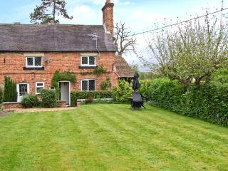 1 PUMPHOUSE COTTAGE, pet-friendly, walks nearby, pretty garden, child-friendly cottage in Longford, Ref. 26251 - Shropshire vacation rentals