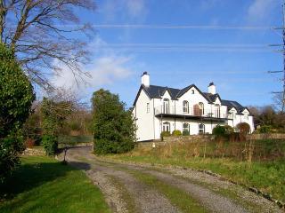 MENAI VIEW, spacious cottage, woodburner, en-suite, stunning views, in Llanfairpwllgwyngyll, Ref 903582 - Llanfairpwll vacation rentals