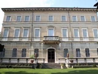 Country Villa in Verona district - Sleeps up to 26 - Bondeno vacation rentals