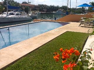 Sunny, lrg, waterfront, 3 or 2 bdrms! Great Views! - Puerto Aventuras vacation rentals