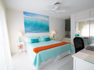 Villa near beach and Atlantis resort , Paradise Island, Nassau, Bahamas - Paradise Island vacation rentals
