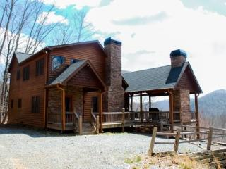 DREAM CATCHER- 3BR/3BA- CABIN WITH BEAUTIFUL MOUNTAIN VIEWS SLEEPS 6, HOT TUB, WIFI, INDOOR AND OUTDOOR FIREPLACE, GAS GRILL, AN - Blue Ridge vacation rentals