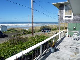 Oceanfront views, pet-friendly, with a private deck! - Florence vacation rentals