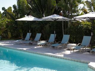 3 Bed 2 Bath Waterfront Home Heated Pool Tiki Hut - Palm Beach Gardens vacation rentals
