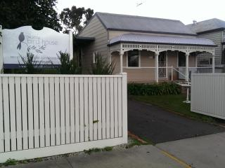 The Little Bird House (Accommodation Bendigo) - Bendigo vacation rentals