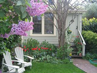 Emily Carr's Cozy Cottage - Victoria vacation rentals