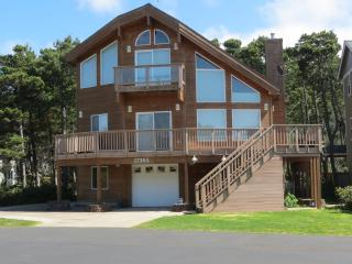 Pine Beach Retreat ~ 5 Bedroom ~ Hot Tub ~ Slps 12 - Rockaway Beach vacation rentals