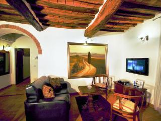 La Mucchia casa vacanze (Cozzi suite number 4) - Cortona vacation rentals