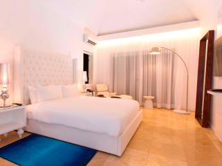 PARADISE PTH - 139225 - OCEANFRONT - DELUXE VILLA - Montego Bay vacation rentals