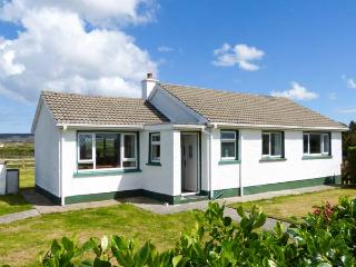 MAGGIE'S COTTAGE, all ground floor, close to beach, off road parking, garden, in Derrybeg, Ref 24002 - Dunfanaghy vacation rentals