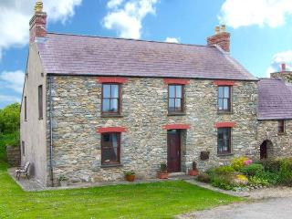 GWRYD BACH FARMHOUSE, spacious pet-friendly  cottage, large grounds, open fire, WiFi, St David's Ref 31216Ref - Saint Davids vacation rentals