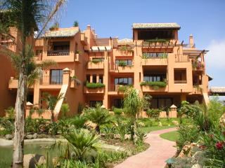 5* BAHIA ALCANTARA - BEACHSIDE LUXURY APARTMENT - San Pedro de Alcantara vacation rentals