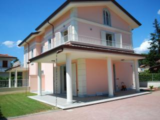 Villa al mare, confort e relax - Forte Dei Marmi vacation rentals