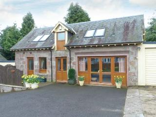 BLAIRMOUNT COACH HOUSE, country holiday cottage, with a garden in Blairgowrie, Ref 2860 - Blairgowrie vacation rentals