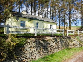 LILAC COTTAGE, pet friendly, with a garden in Annascaul, County Kerry, Ref 3645 - Dingle Peninsula vacation rentals