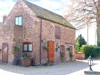 THE COACH HOUSE, cosy romantic retreat, patio garden, close to Ironbridge and Bridgnorth, Ref 12444 - Shropshire vacation rentals
