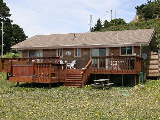 Relaxing meadow home- BBQ, deck, hot tub, fireplace, satellite, stereo - Manchester vacation rentals