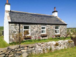 WEE DUG HOUSE, lovely views, two woodburners, dog-friendly, cosy cottage in Stairhaven near Glenlluce, Ref. 28138 - Stranraer vacation rentals
