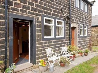 THE SNUG, stone-built, terraced, mezzanine bedroom, en-suite, woodburning stove, in Haworth, Ref 903849 - Haworth vacation rentals