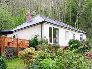 BRON ABER, all ground floor, fantastic views, woodburner, WiFi, pets welcome, lots of attractons nearby, detached cottage in Art - Llanegryn vacation rentals