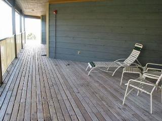 Relaxing beachside retreat- 2 TVs, internet, pool, BBQ, elevator - Alabama vacation rentals
