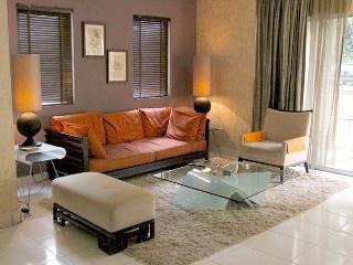 Amishahome  3 Bedrooms Holiday Rental Kuala Lumpur - Petaling Jaya vacation rentals