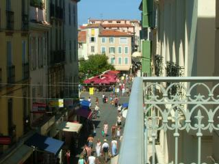 Balcony view - Beautiful apt, Antibes Old Town with Balcony - Antibes - rentals