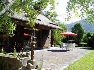 Chalet le Chapeau Bleu Bed and Breakfast - Saint-Beat vacation rentals