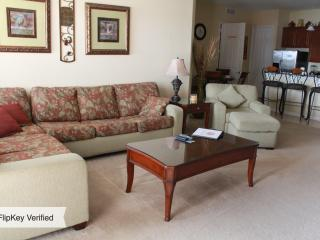 Villa Bella Vista Cay Penthouse/Lakefront Condo Overlooking the Pool & Lake Cay - Orlando vacation rentals