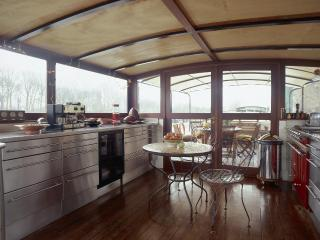 Stylish Paris Houseboat - Puteaux vacation rentals