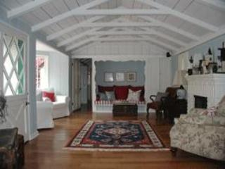 Living room to Den with Big Screen - Petite Maison on Balboa Island: big screen/wi-fi - Balboa Island - rentals