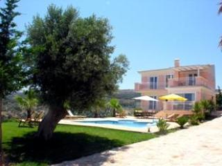 Villa and part of the garden - Great Rethymnon Villa overlooking the Aegean sea - Rethymnon - rentals
