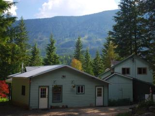 Cozy suite rental in Hills, West Kootenay, BC - New Denver vacation rentals