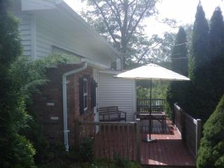Charming lakefront w/pool/cedar sauna/pedal boat - New Windsor vacation rentals