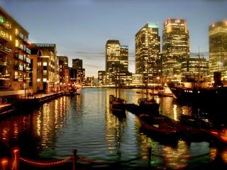 Spacious 2 Bed Apt With Water View In Canary Wharf - London vacation rentals