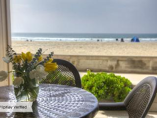 Oceanfront 2 bedroom condo on the Boardwalk - Pacific Beach vacation rentals
