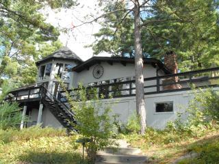 Beautiful Muskoka cottage on Muldrew Lake - Muskoka vacation rentals