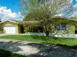 Villa Carolyn on salt water canal, 5 min to river - Cape Coral vacation rentals