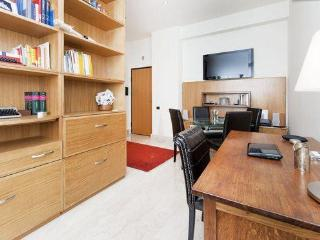 Rome centre, chic flat in Restauro Pantanella - Rome vacation rentals