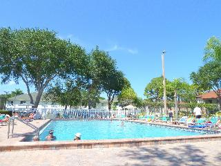 Beautiful 1st floor unit close to Beaches and IMG - Bradenton vacation rentals