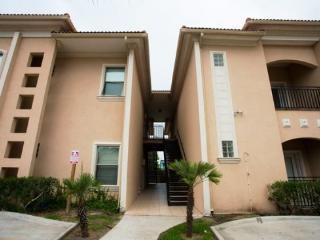 Cara Del Sol #9- Wonderful three bedroom condo w/ pool and a short walk to the beach. - Laguna Vista vacation rentals