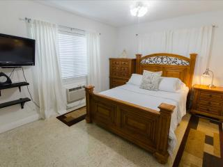 Elegant 1-BR apartment in Miami's Historic Roads Neighborhood - Miami vacation rentals
