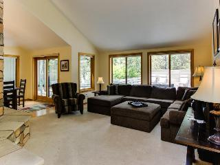 4BR home w/resort attractions; private hot tub & deck; pets - Sunriver vacation rentals