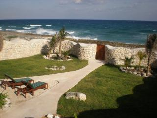 MAYA - MAGN4 Gorgeous private ocean front villa very spacious ideal for a family reunion. - Akumal vacation rentals