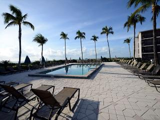 Courtyard view Sundial Beach Resort Condo - Sanibel Island vacation rentals