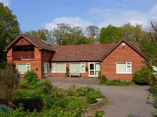 LLYS OFFA, superb property with swimming pool, sauna, snooker, WiFi, gardens with stream, Ruabon, Wrexham Ref 26828 - Wrexham County vacation rentals