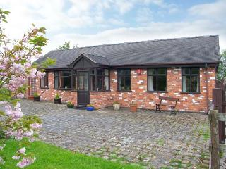MOLLS COTTAGE, enclosed garden, pet-friendly, single-storey, in Nantwich, Ref. 38061 - Cheshire vacation rentals