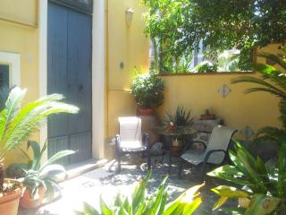 Graceful accomodation with garden in Tropea center - Parghelia vacation rentals