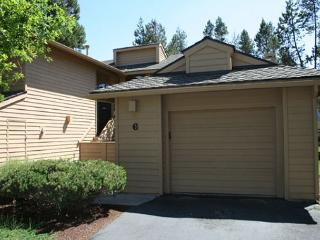 Private Hot Tub, Pet Friendly, Bikes, 10 SHARC Passes - Sunriver vacation rentals