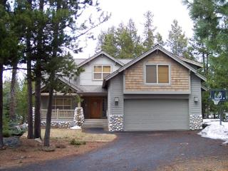 Pet Friendly, Hot Tub, Fireplace, Bikes, 10 Unlimited SHARC Passes - Sunriver vacation rentals